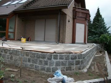 Terrasse Mit Platten Und Einfassung Mit Naturstein